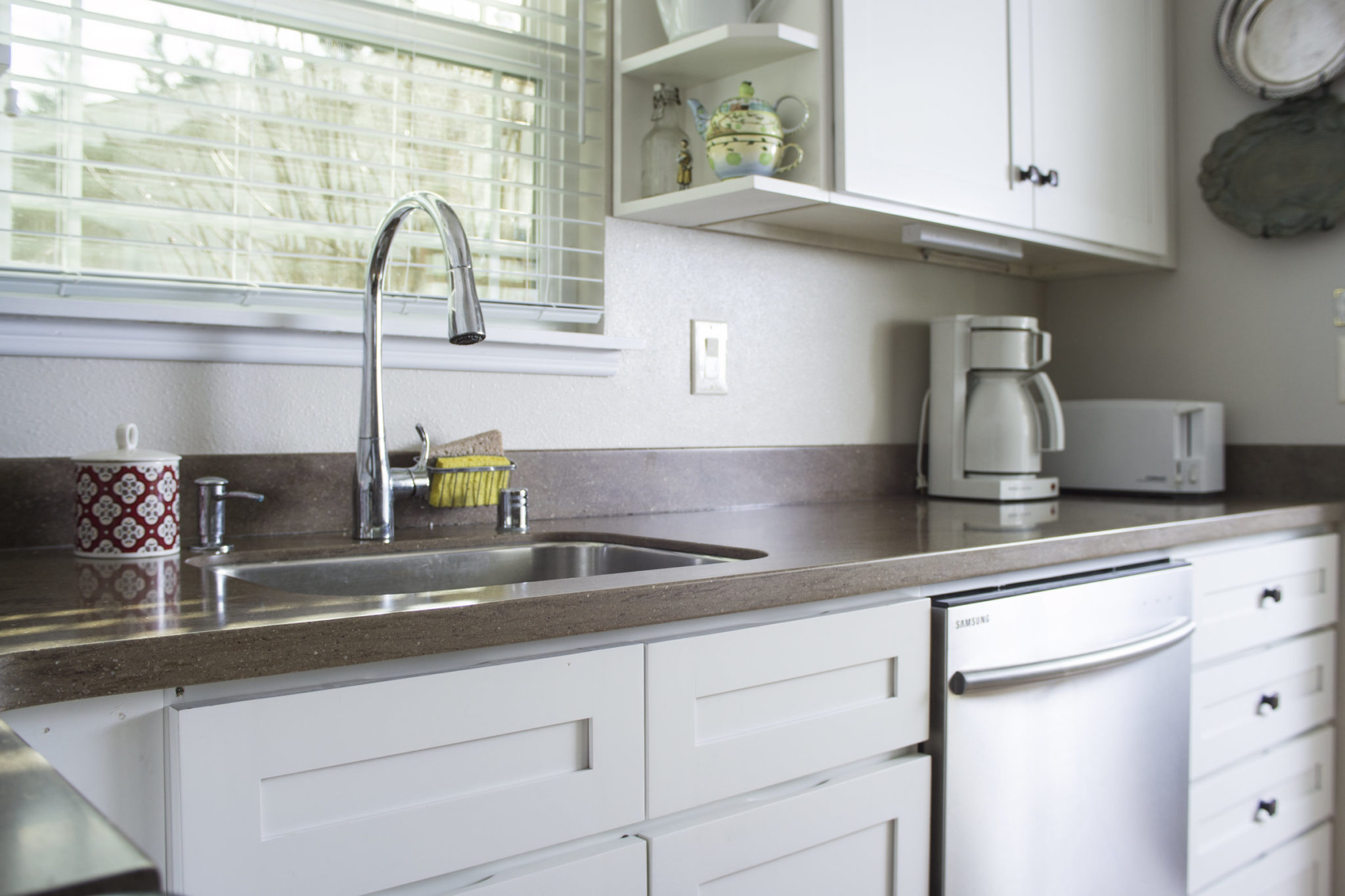 White Bright Kitchen Founder 39 S Choice Cabinetry