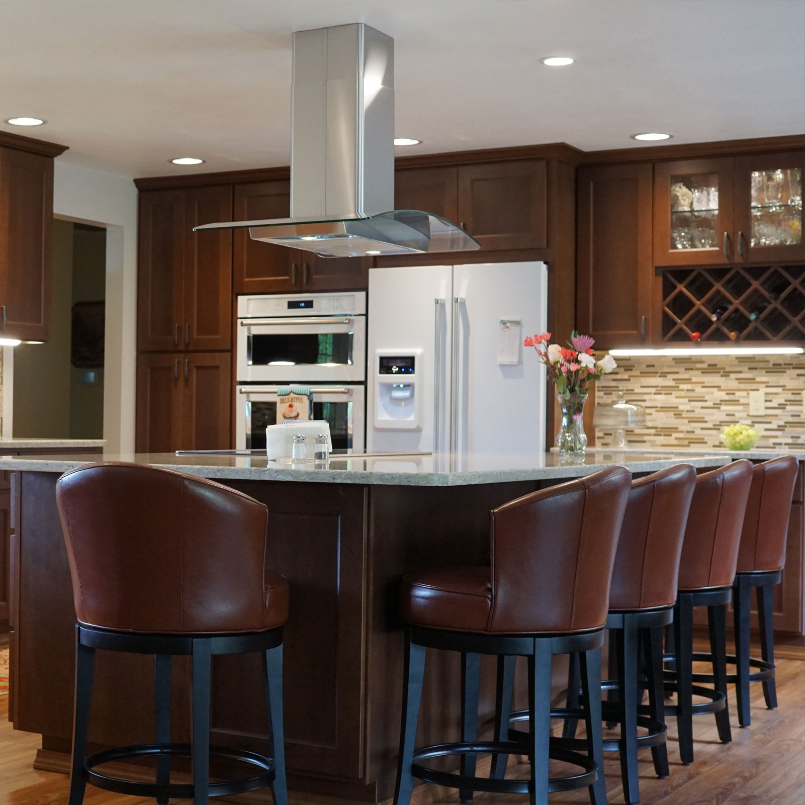 Kitchen Cabinet Dealers: Warm And Inviting Mocha Kitchen Cabinets
